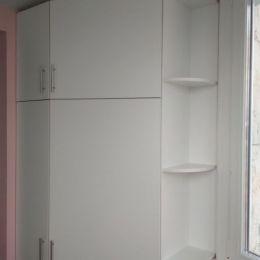 Шкаф-распашной-на-балкон